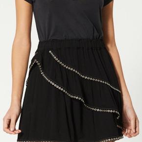 Brugt en enkelt gang - fremstår fuldstændig som ny 🌸 så cool nederdel  Købt på udsalg for ca 1400kr