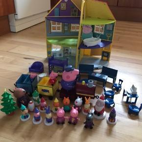 Gurli Gris hus med møbler. Tog med to vogne og en masse Gurli figur.