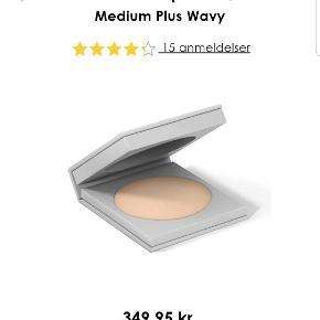 Økologisk Svanemærket mineralpudder, Mærket: MILD 04 medium Plus Wavy. Brugt få gange. Lige købt i Matas. Fået fantastiske anmeldelser! 😁 Farven er desværre for lys til mig.  Nyprisen var 350 kr.!!  Kan afhentes på Vesterbro i København 😊