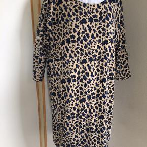 skøn kjole. bm 66 x 2 og læ 95 cm