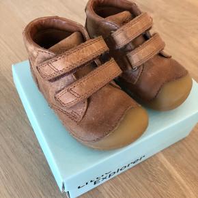 Fine begynder sko fra Bundgaard med tilhørende æske ✨ De er brugte, men ikke udtrådte eller lignende, da hun kun nåede at bruge dem en måneds tid 👌🏼