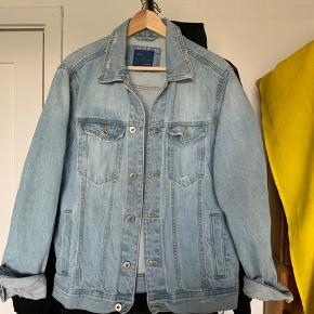Denim jacket Zara Ny pris 300,-