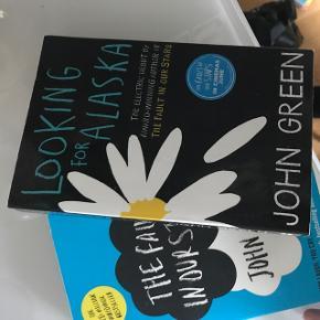 John green bøger. Begge på engelsk:)