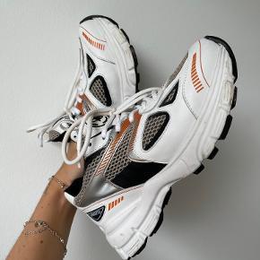 Axel Arigato sneakers