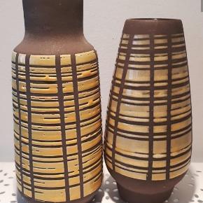 2 smukke Strehla DDR vaser med gul glasur i striber. 16 og 19 høje . Flot til både blomster og grene. 75 og 85 samlet 150