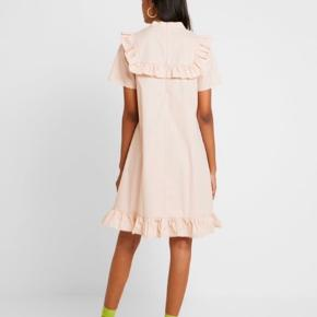 Rigtig sød kjole 🌸 brugt 3 gange