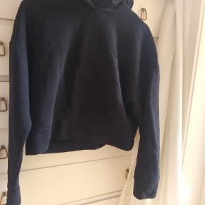Cropped basic hoodie Fejler ikke noget men er lidt vaskeslidt