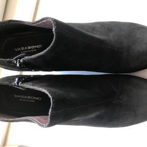 Smukke kilehæle i læder sælges. Brugt meget få gange. Minimale brugsspor. Fra røg- og dyrefrit hjem. Kom med et bud 😊