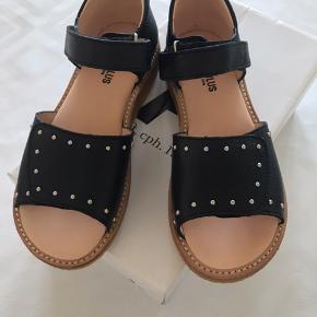 Helt nye sandaler.