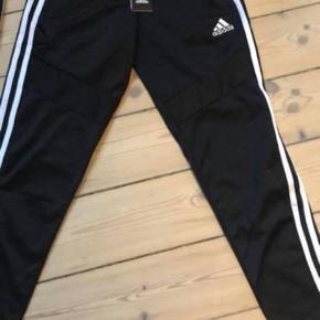 Helt nye Adidas bukser. Har 2 par. Stadig med mærke i. 150,- pr par