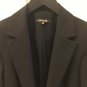 Super fin blazerjakke i str.36, kun været på enkelte gange😉 Sælges også samlet med bukser i str.34 til 400,- for hele sættet..