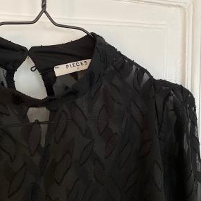 Gennemsigtig bluse med top fra Pieces str. S/M
