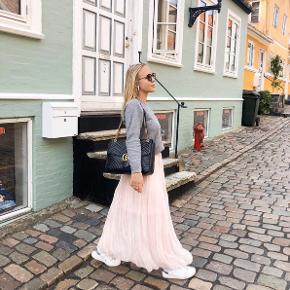 Brugt få gange💫 Str. S/M - masser af elastik i livet 😁 Sælger samme nederdel i andre farver - tjek min profil!