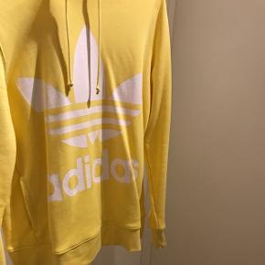 Oversized hoodie... Prøvet på men aldrig gået med... Den er HELT som ny, mener at NP var 450kr, så byyyd