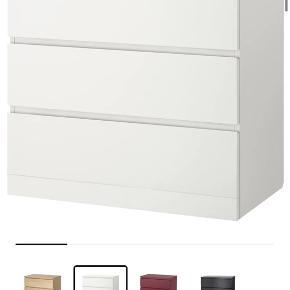 Sælger disse Malm kommoder fra IKEA, da jeg mangler mere plads. Jeg har haft dem i mange år, men de er primært så gode som nye - jeg sender dem ikke, køber skal selv hente. Pris er 250,- pr. stk eller 400,- for begge - original stk. pris er 449,- 😃