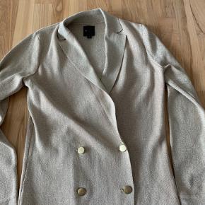 Strik perfekt dom en lille jakke