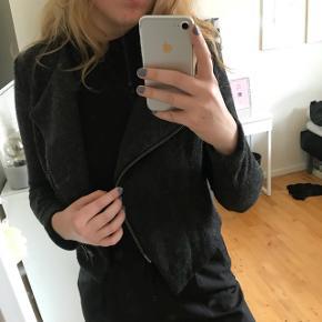 Blazer-lignende jakke i 50% uld fra 2ND DAY. Np 900kr. Er åben for alle bud!