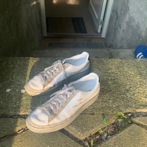 De sejeste sneaks fra Han Kjøbenhavn. De er brugt, men har stadig nogle gode år tilbage! Nypris var 1000kr, byd!🥰