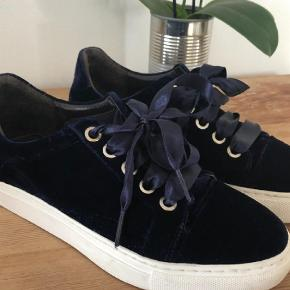 Varetype: Sneakers Farve: Blå Oprindelig købspris: 1000 kr.