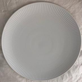 Sælger min middagstallerken, da den ikke passer ind i resten af min Royal Copenhagen samling. 27 cm