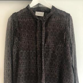 Chiffon skjorte, der er brugt meget lidt samt uden brugstegn