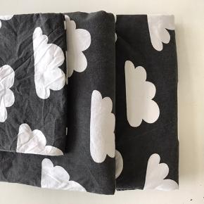 Fint sengelinned, sengetøj brugt og vasket et par gange.  Fra et røgfrit miljø - Mistet en lille smule farve   2 sæt haves, og 100,- pr. sæt + porto   Brand: Färg Form/ Sweden