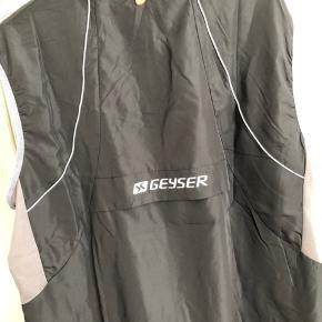 GEYSER - man active running vest  Ny pris 400kr