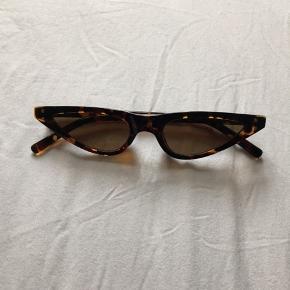 Seje solbriller. Kan ikke huske mærket. Oprindelig pris 200 kr. Kom venligst selv med et bud istedet for at skrive 'mp'.