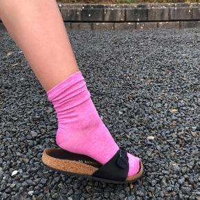 Flotte populære sokker. I lilla, lyserød og grøn. Så alle par til 100kr.☺️💜