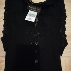 Smuk Rosemunde Top - Aldrig brugt.  Materiale: Silke + Bomuld  Nypris: 400,- Sælges for 179,- ( + porto)