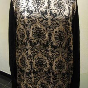 papaya top str 48 Bm 2x65 cm Længde 69 cm - ryggen ensfarvet sort - polyester/cotton - stræk i stoffet bagpå. 110kr plus porto (m8691)
