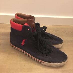 Fede Ralph Lauren sneakers i mørkeblå med røde detaljer. Nypris 799,- BYD!