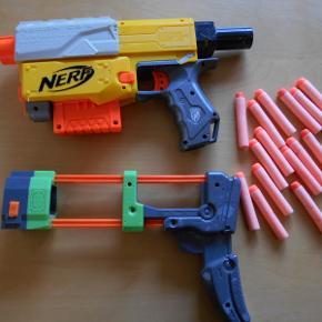 Nerf gun /gevær Recon CS-6 med 15 skum pile og ikke automatisk, hvilket vil sige at man selv skal lade. Brugt men kan stadig skyde. Kan laves om til et gevær, men forlængeren er ikke Nerf Kan sendes for 37,00 med Dao/ts Pris uden forsendelse 50,00