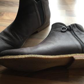 Rigtig lækker støvle fra Lofina. Kun brugt en enkel gang. Ægte skind med rågummisåler.