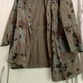 Smart jakke fra zizzi str L 🌸  Aldrig brugt.. nypris var 499,- ☺️