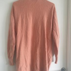 Kunne bruge en skrabning. Så vil den se helt ny ud. Designers Remix trøje.
