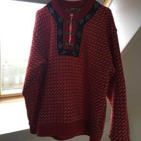 Norsk sweater fra Bergens Tricotagefabrik. 80 % uld og 20 % kunstsilke.