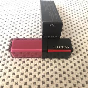 Shiseido LacquerInk LipShine i farven Mirror Mauve (303)  Æsken er ikke så pæn, da den har ligget med nogle andre nye make up produkter   #Secondchancesummer
