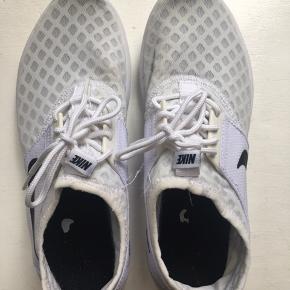 Som at gå på skyer!  De er ikke 100% hvide under netlaget længere, men det kan sikker fjernes med de rette produkter.