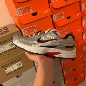 Nike intiator   størrelse 45   Original boks medfølger  De er helt nye