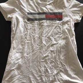 Tshirt kun brugt meget lidt så standen er pæn.