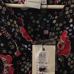 Meget flot Junarose kjole.  Aldrig brugt. Størrelse 54 EU (28 UK).  Sælges fordi det var et fejlkøb.