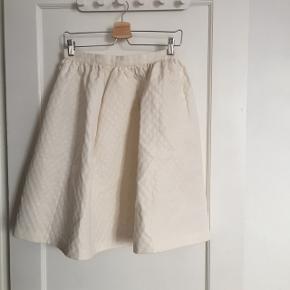 Fin nederdel fra H&M i str 36 - som ny ✨
