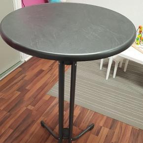 """Højt cafébord købt for 499 kr. Sælges da jeg ikke kommer til at bruge dem🙈. Da jeg har købt 3 stk. Der er 2 stk. Til salg.  Sælges 1 stk. For 300 kr. Eller begge for 500 kr.  Kan hentes i Dianalund og Holbæk.  Ved køb af flere ting, kan der opnås rabat👍 """"Se også mine øvrige annoncer😊"""""""