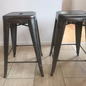 Fede tolix barstole i metal. Som nye. Højde 65 cm. Nypris 1600kr stk. Samlet pris 2000kr.