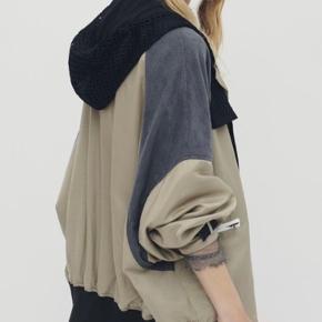 Fed fed fed oversize jakke som kan bruges inde og ude SÅ smukke materialer og lækker finish