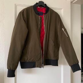 Lækker stilfuld bomber jakke fra Zara
