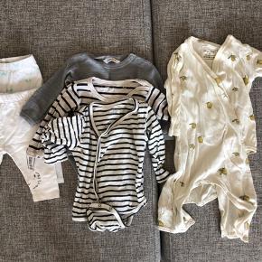 Fin tøjpakke til den lille baby. 125kr samlet/ mærker som konges sløjd, Mads Nørgaard, soft gallery, joha.  Der er et lille hul bagpå konges sløjd, som kan syes.