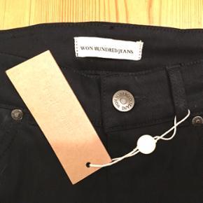 Aldrig brugt.  Str. 28/32. Sorte højtaljede jeans fra Won Hundred. Desværre er de lidt for store til mig.  Se også mine andre annoncer, med gode priser på blandt andet tøj fra designers remix, Won Hundred og mbyM.