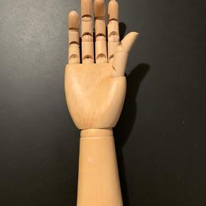 30 cm fra fingerspidserne til bunden.